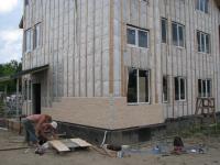 6.07.12. Монтаж панелей РОСПАН на фасад дома.jpg